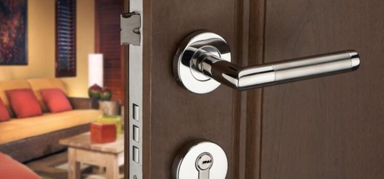Заключване при входните врати за панелни жилища