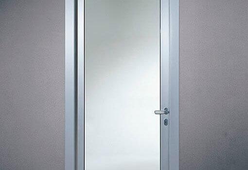 Предимства на алуминиевите врати за баня