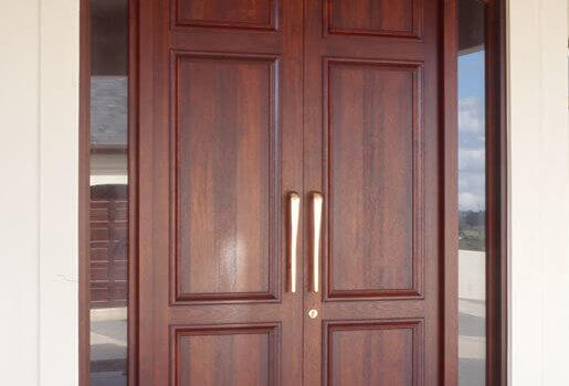 Топъл и защитен дом с помощта на качествена входна врата