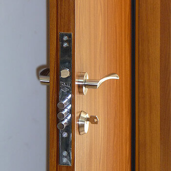 Блиндирани входни врати