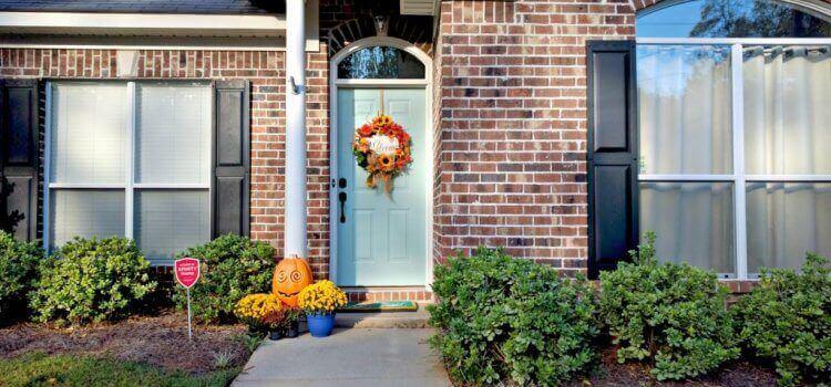 Как да подчертаете характера на входната врата