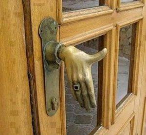 Дръжка за входната врата тип ръка