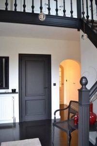 Модерен интериор с правилната врата