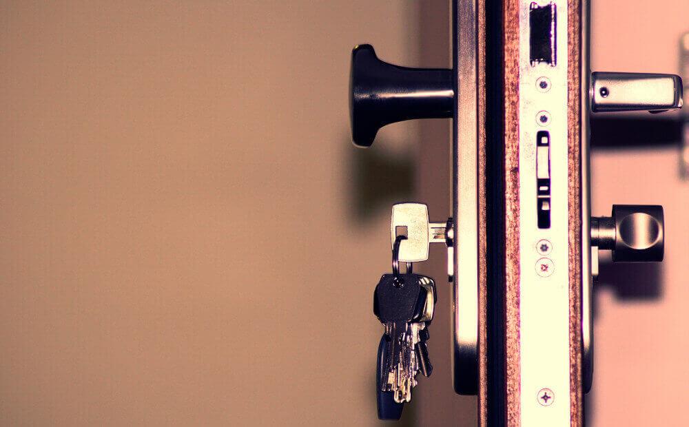 Брава ключове врата